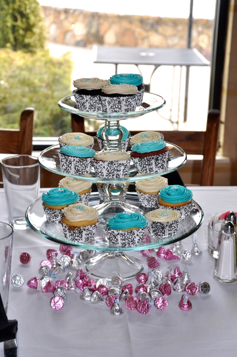 Glass tiers of cupcake goodness!